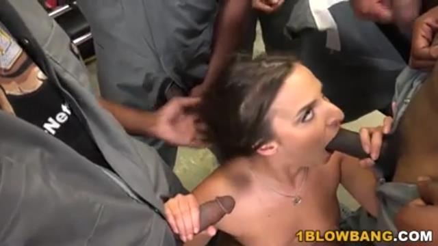 amirah adara suce une equipe de black
